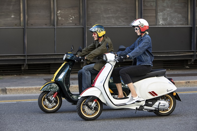 Vespa GTS Super Racing Sixties