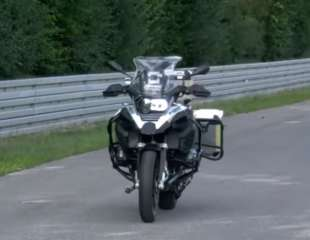 BMW razvio motocikl koji juri bez vozača